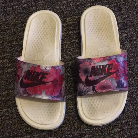timeless design 015fc 7e18e Nike benassi slides pink floral white flip flop. M 5ab81d6136b9de47680655f6